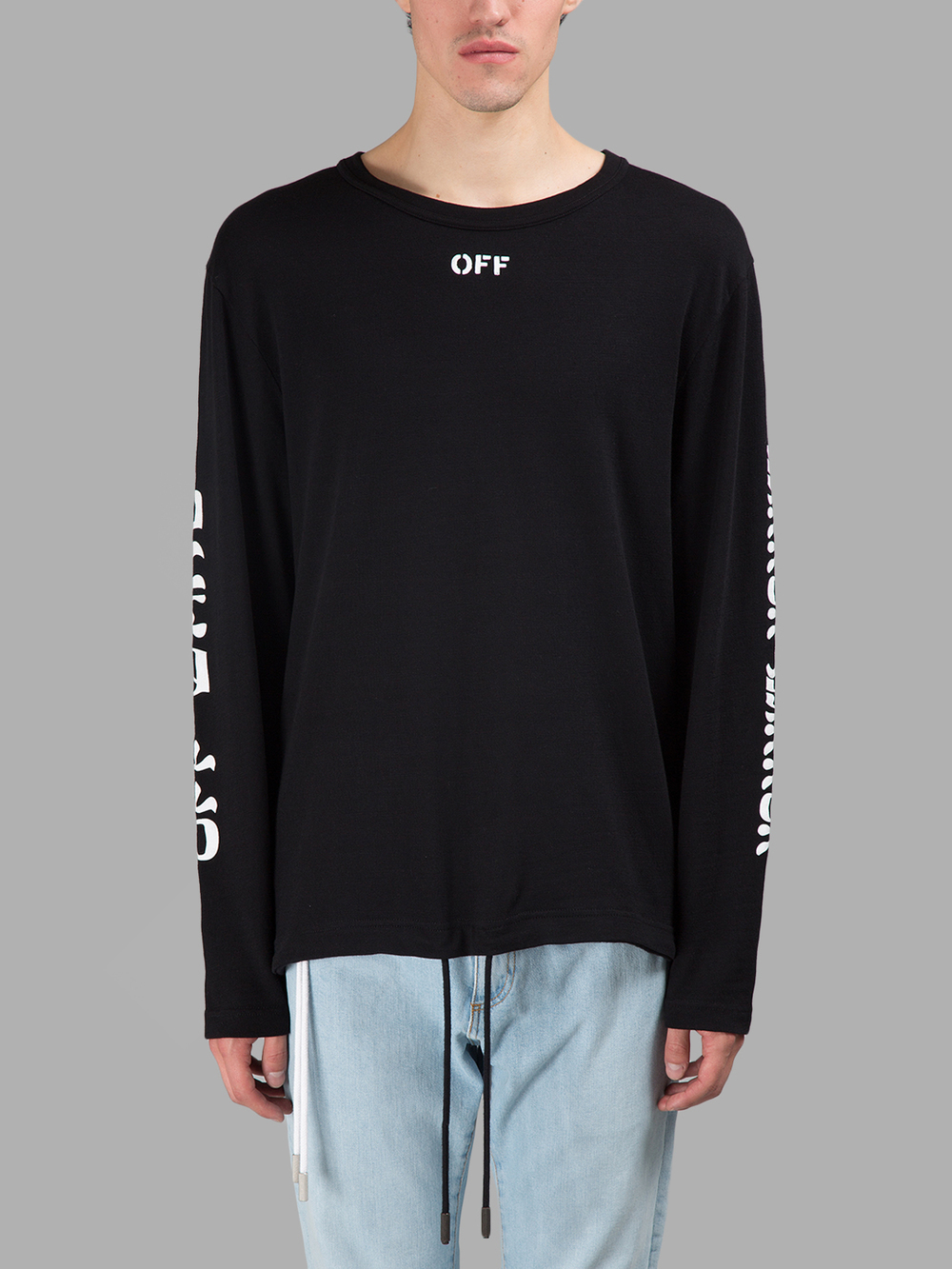 NEWSICALで小山慶一郎さん着用の私服TシャツOFF WHITE LONG SLEEVES QUOTES T-SHIRT