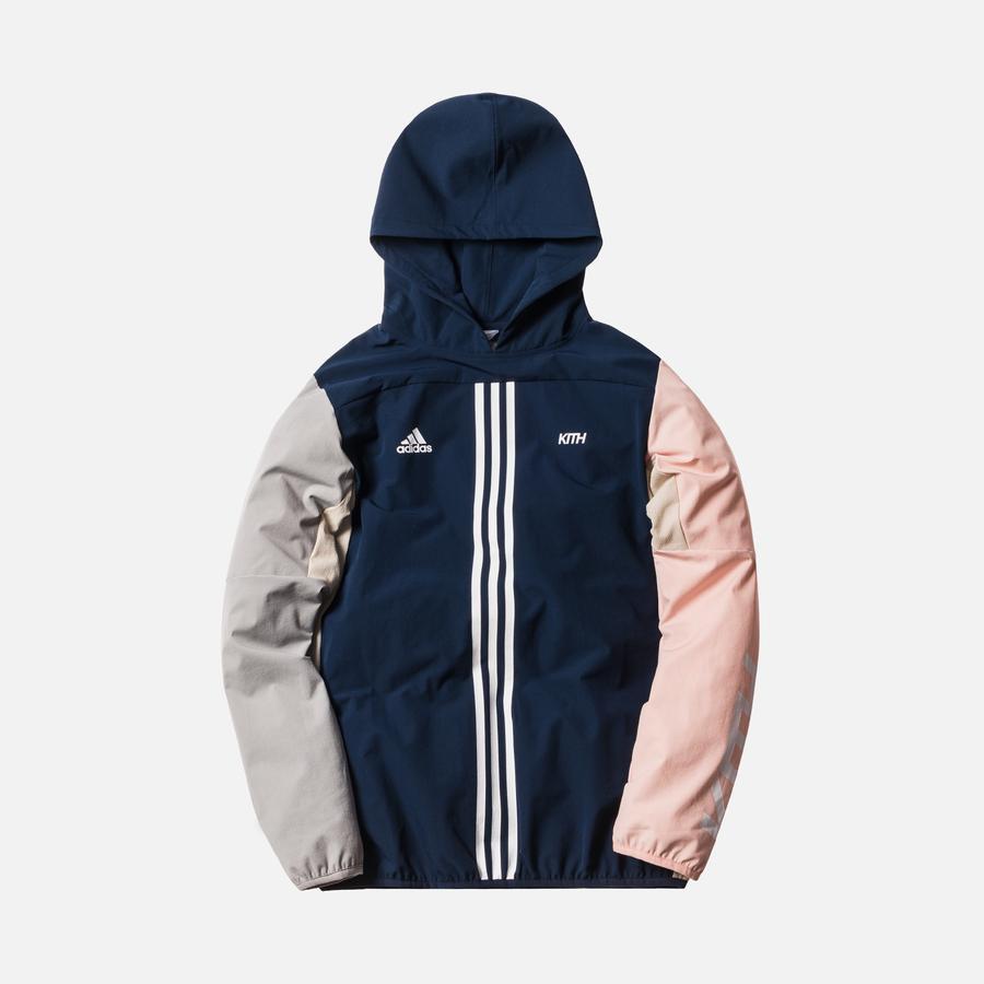 2018年初詣で嵐の相葉雅紀さんが着ていた私服ジャケットのKith x adidas Soccer Hooded Piste Jacket Flamingos