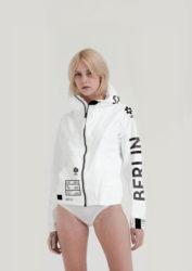 10/17発売のananで相葉雅紀さん着用の衣装・UEG BERLIN TYVEK JACKET ジャケット