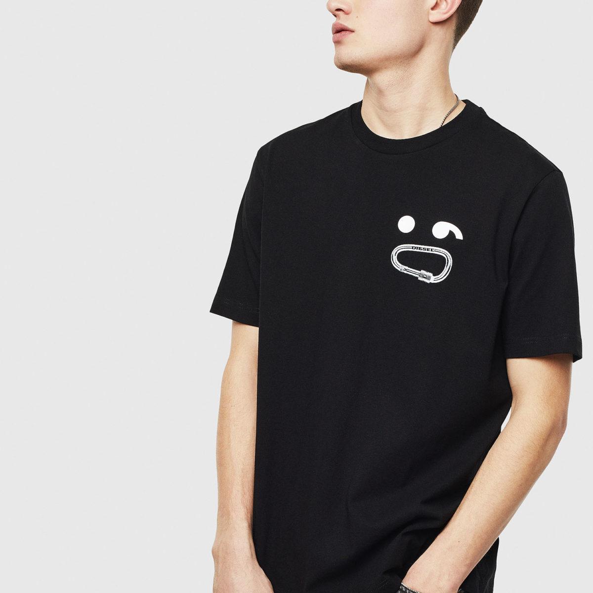 嵐 大野智 私服 Voyage Netflix DIESEL JUST Tシャツ