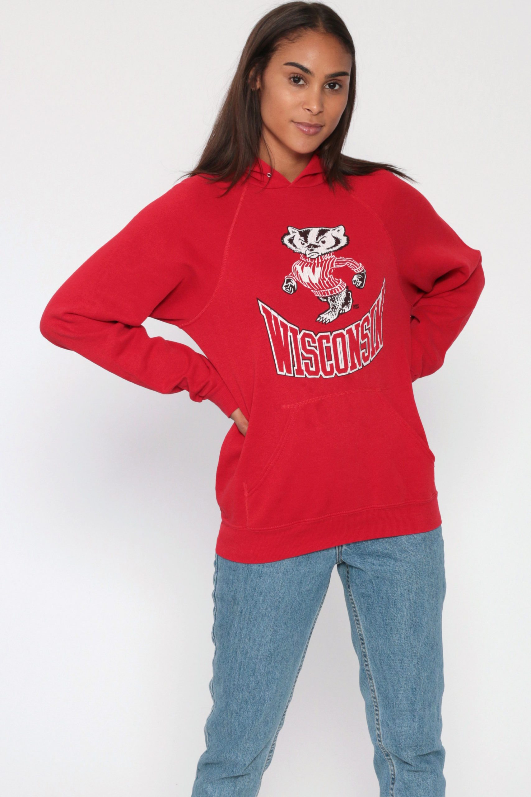 佐藤勝利 VS魂 1/21 衣装 赤 レッド パーカーWisconsin Badgers Hoodie University Sweatshirt 80s Hooded Retro Slouchy Red Hoodie College Shirt 1980s Vintage Jumper Hood