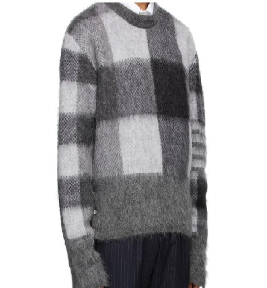 玉森裕太 ボス恋 3話 衣装 ニット セーター THOM BROWNE グレー & ブラック Fun Mix バッファロー チェック セーター衣装