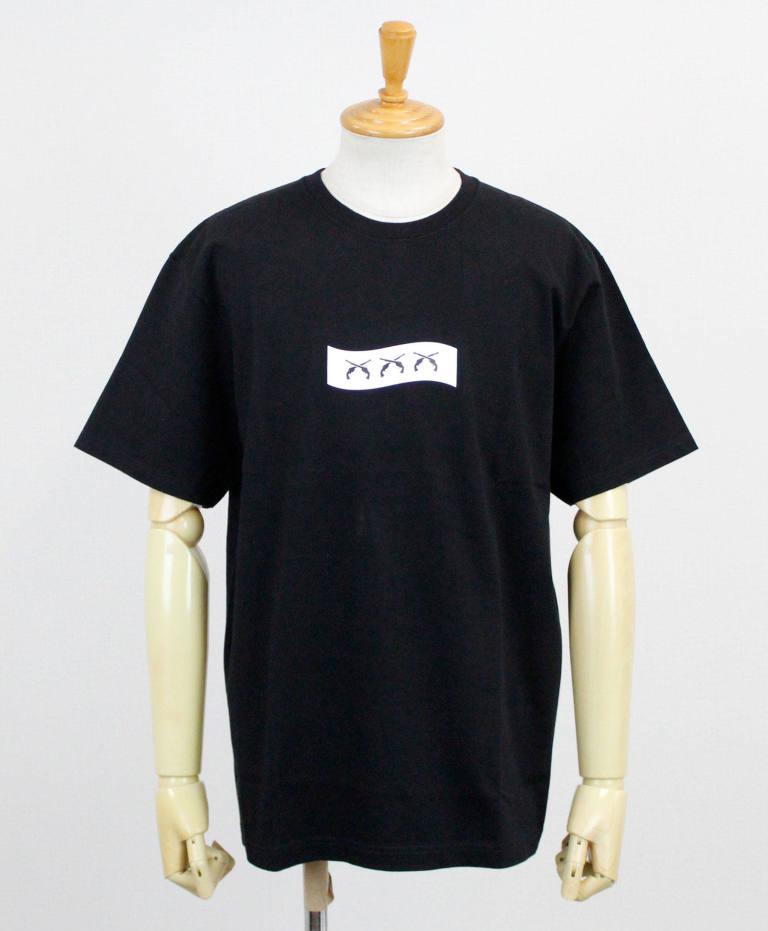 浮所飛貴 私服 美少年 Tシャツ roarguns(ロアーガンズ) × GOD SELECTION XXX プリントS/S Tシャツ